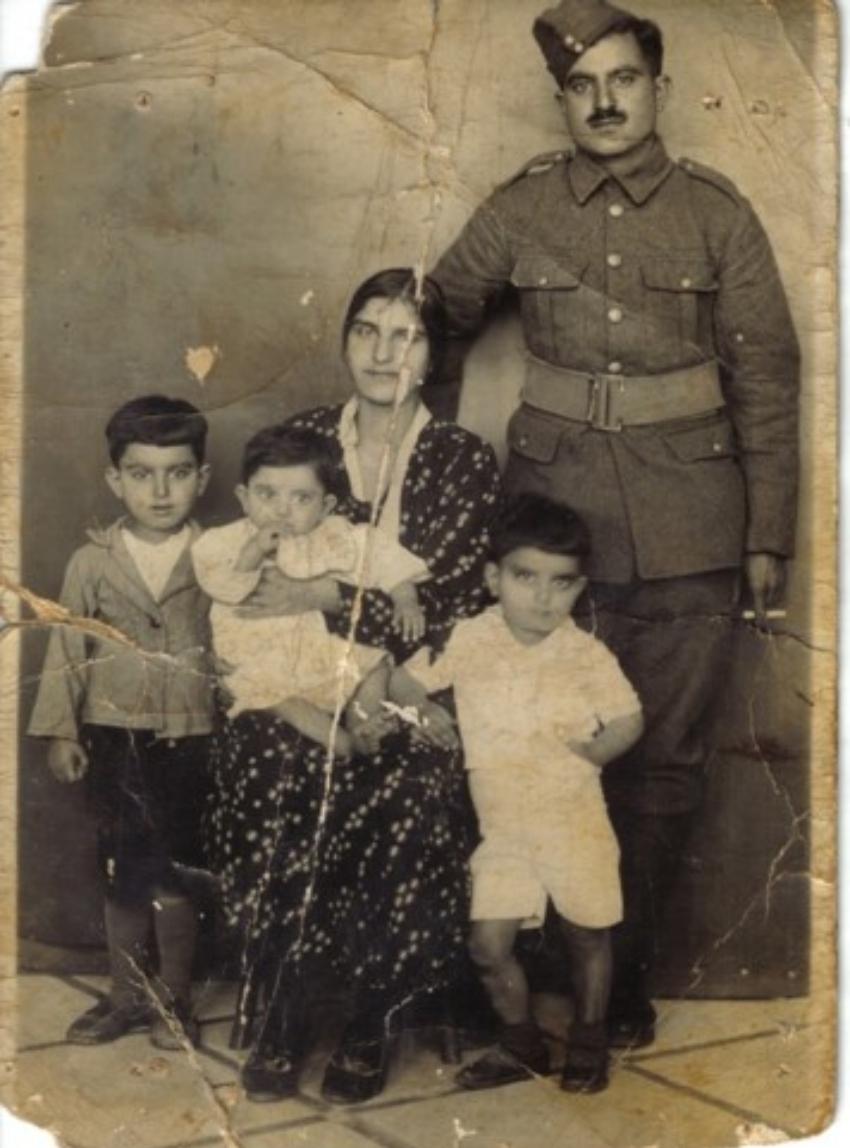סבא סליבא סעיד, ניצול שואה, עם אשתו ושלושת ילדיו (צילום: אלבום משפחתי)