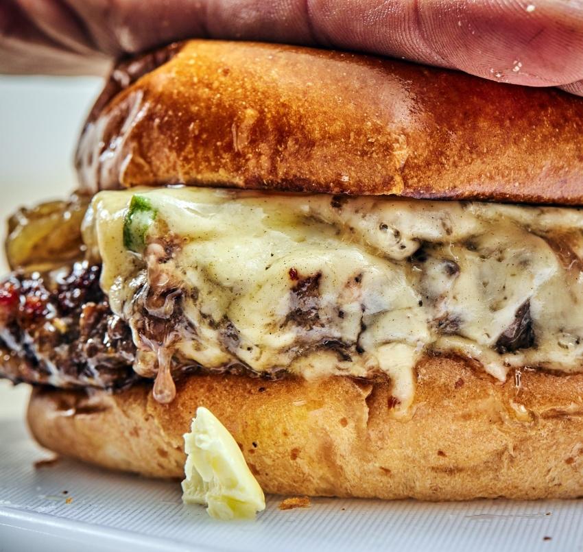 """מנת הדגל Butter Burger (צילום: יח""""צ)"""