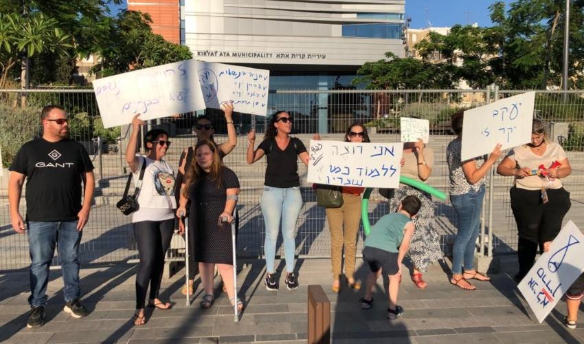 הפגנה של תושבים נגד יוקר המחיה בקרית אתא (צילום: מיכל גילת)