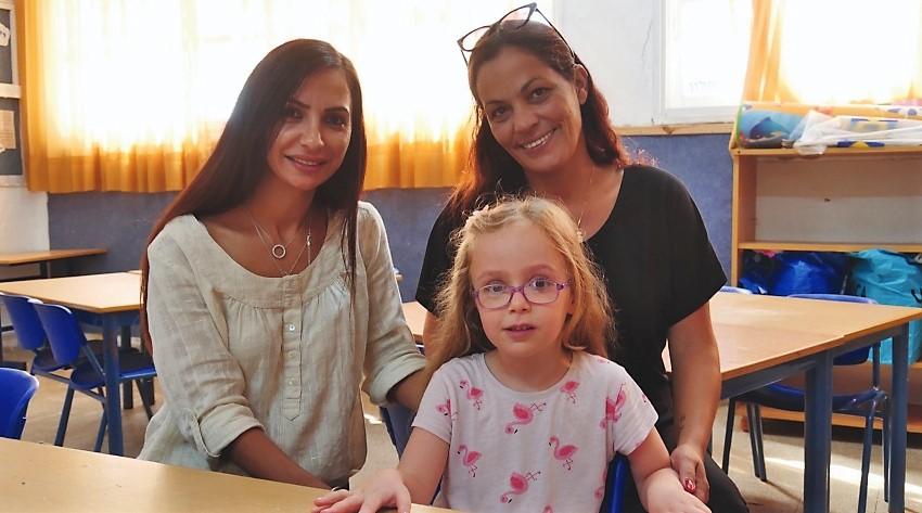 הסייעת של מיכל, ליאת קריאף (מימין), מיכל והמחנכת ליאת ניטון (צילום: ענת סלומון)