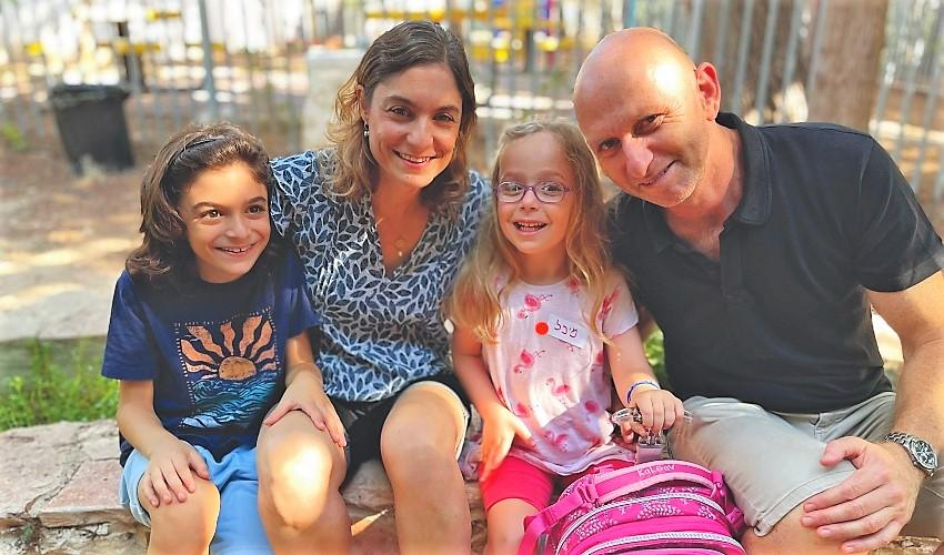 משפחת אבני. מימין: גלי, מיכל, קרן ועמרי (צילום: ענת סלומון)