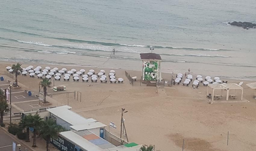 חוף הפופ-אפ מיד לאחר הקמתו (צילום: ברכה בריל)