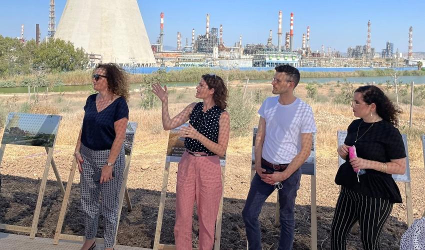 """השרה זנדברג במפרץ חיפה: """"אנחנו בזמנים אופטימיים מבחינת המאבק לפינוי המפעלים"""""""