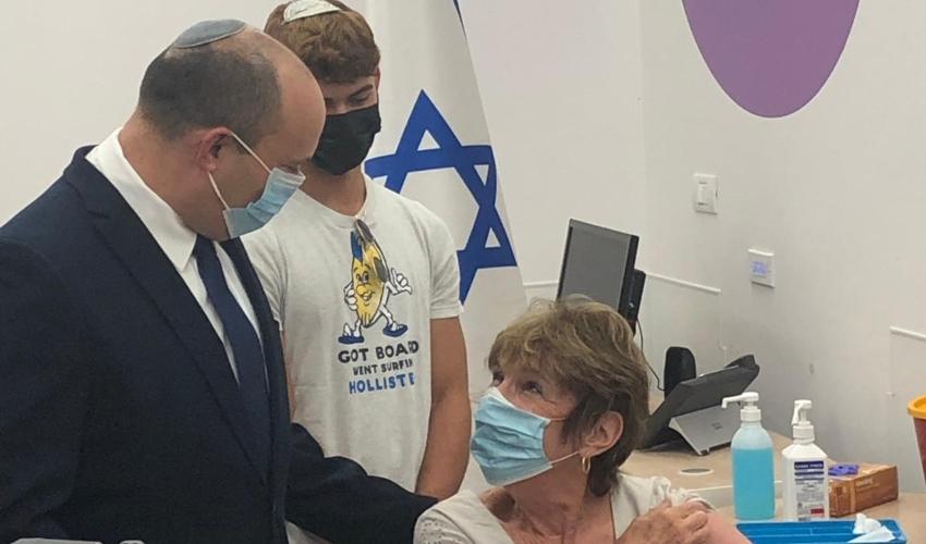 מירנה בנט מקבלת חיסון בקסטרא