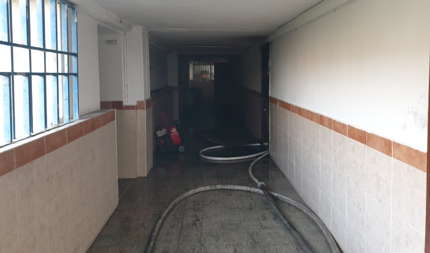 שריפה בתיכון רוגוזין בקרית אתא (צילום: דוברות כבאות והצלה חוף)