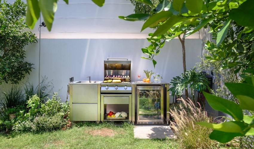 """מבשלים בחוץ (צילום: איתי אבירן ל""""ניגא שף FOR HOME"""")"""