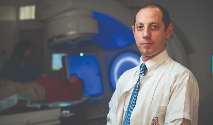 """ד""""ר תומר חרס, אונקולוג מומחה (צילום: ניצן זוהר, רמב""""ם)"""