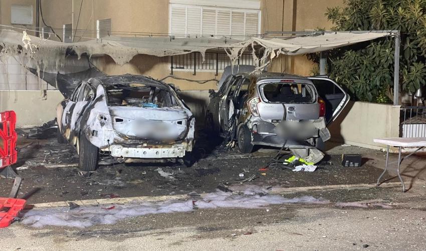 זירת פיצוץ המכונית ברחוב קדושי דמשק בקרית אליעזר (צילום: דוברות המשטרה)