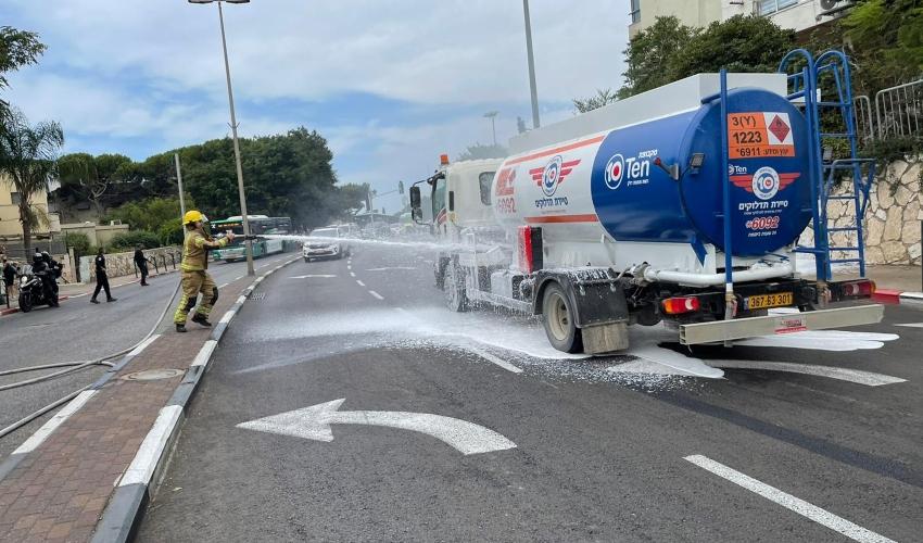 מכלית סולר נדלקה במהלך נסיעה בכביש פרויד (צילום: דוברות כבאות והצלה - חוף)