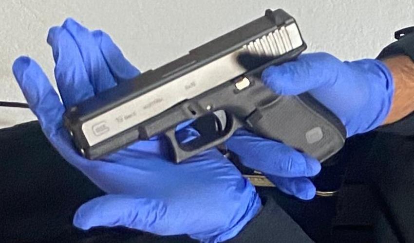 בנשק שנתפס אצל החשודים והוחרם (צילום: דוברות המשטרה)